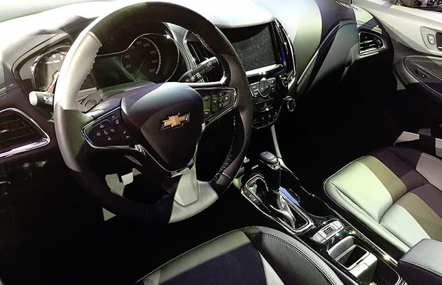 Interior do Chevrolet Cruze hatch 2016 (Foto: Michelle Ferreira/Autoesporte)