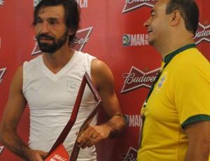 Pirlo troféu melhor em campo (Foto: Thiago Dias)