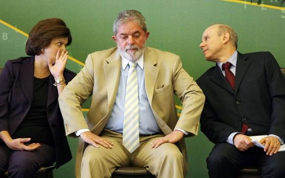 Dilma,Lula e Guido Mantega.Joesley tinha conta secreta no exterior com propina para o PT (Foto: Alan Marques/Folhapress)