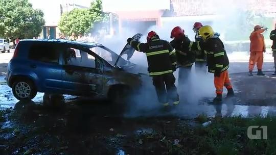 Carro pega fogo e tem frente destruída na Zona Sul de Macapá; veja vídeo