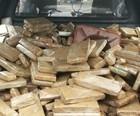 Polícia encontra carro capotado cheio de drogas (Polícia Civil/Divulgação)