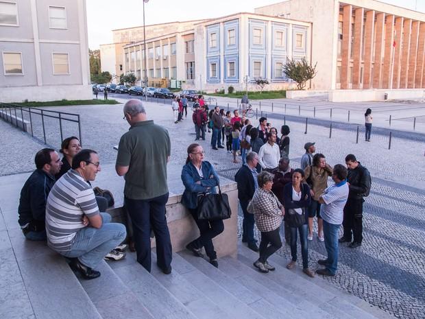 Alguns brasileiros chegaram uma hora antes da votação começar (Foto: Guilherme Tossetto/G1)