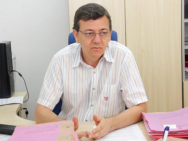 De acordo com o diretor do Departamento de Tributos Mobiliários da Semut, Félix de Souza Oliveira, já foram emitidas 60 notificações aos principais estabelecimentos hoteleiros da capital (Foto: Alex Regis)
