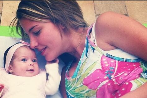 Debby paparica a filha, Duda (Foto: Reprodução)