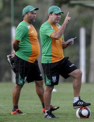Enderson Moreira analisa partida contra o Uberlândia, neste domingo  (Foto: Carlos Cruz )