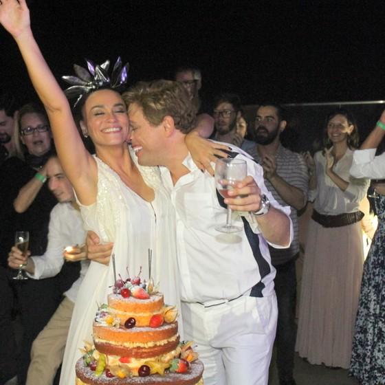Suzana e Bruno celebraram juntos seu aniversário no hotel Laghetto Stilo Barra (Foto: Dan Delmiro)
