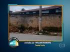 Lixo acumulado em porta de escola gera preocupação em Santa Luzia
