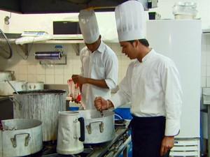 Cozinheiro é uma das profissões que registrou queda em Campinas (Foto: Reprodução/EPTV)