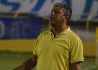 Gilberto Pereira diz que time precisa melhorar do meio para frente (Foto: João Áquila/GLOBOESPORTE.COM)