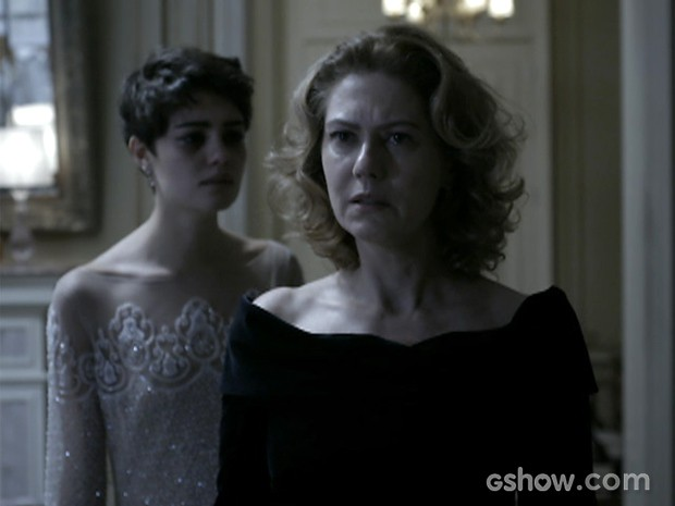 Angela e Duda tiveram briga feia após a jovem ver o corpo de Bruno (Foto: O Rebu / TV Globo)