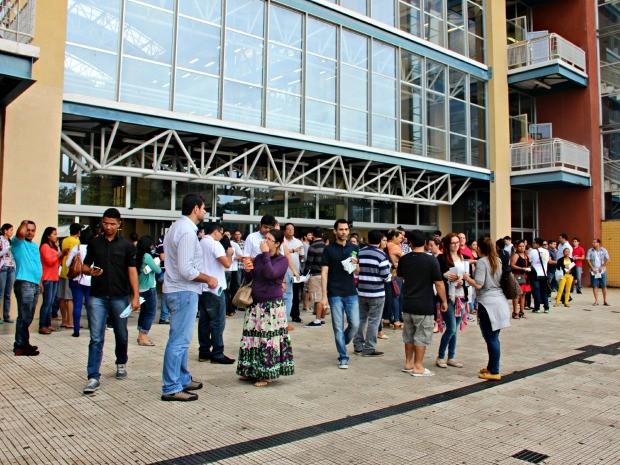 Candidatos responderam prova da 1ª fase do Exame de Ordem na Zona Centro-Sul de Manaus (Foto: Adneison Severiano/G1 AM)