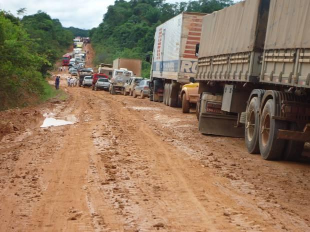 Falta de infraestrutura gera longos congestionamentos na BR-163. (Foto: Claudiane Aguiar da Costa/ Arquivo pessoal)