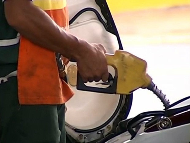 Preço da gasolina e diesel deve subir com o aumento de taxas (Foto: Reprodução / TV TEM)