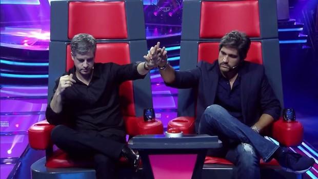 Victor & Léo são jurados do The Voice Kids (Foto: Reprodução/Globo)