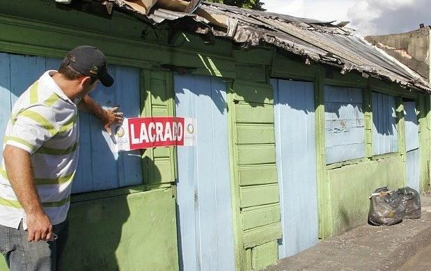 Bar na Zona Sul de Manaus foi lacrado (Foto: Marinho Ramos/Semcom)