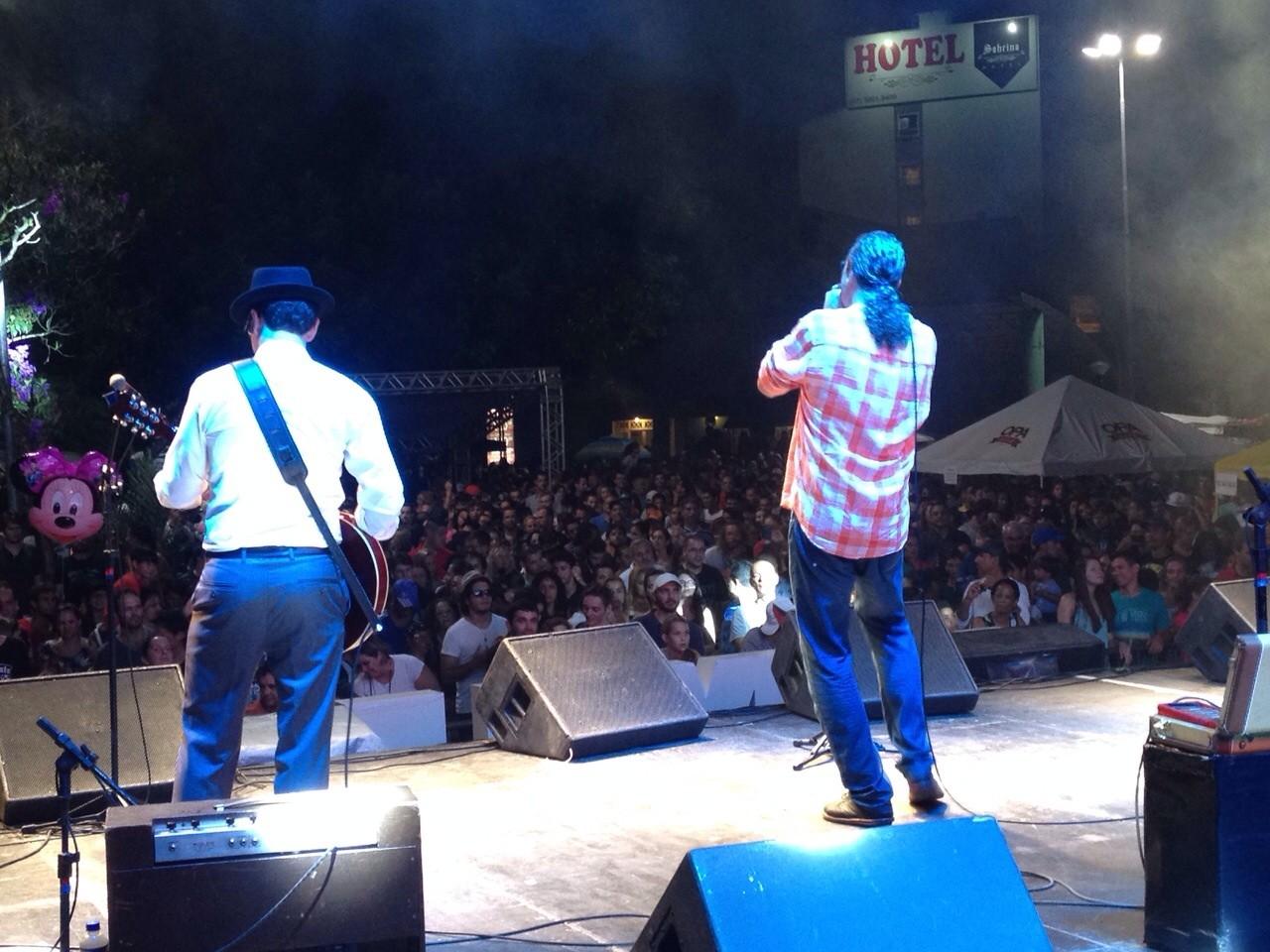 Show embalou público em Joinville (Foto: Marjorie Caturani/RBS TV)