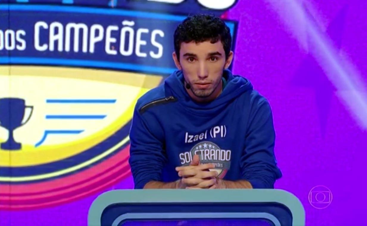 Izael Araújo é primeiro finalista no Soletrando 2015 - O Desafio dos Campeõs (Foto: Reprodução/Rede Clube)