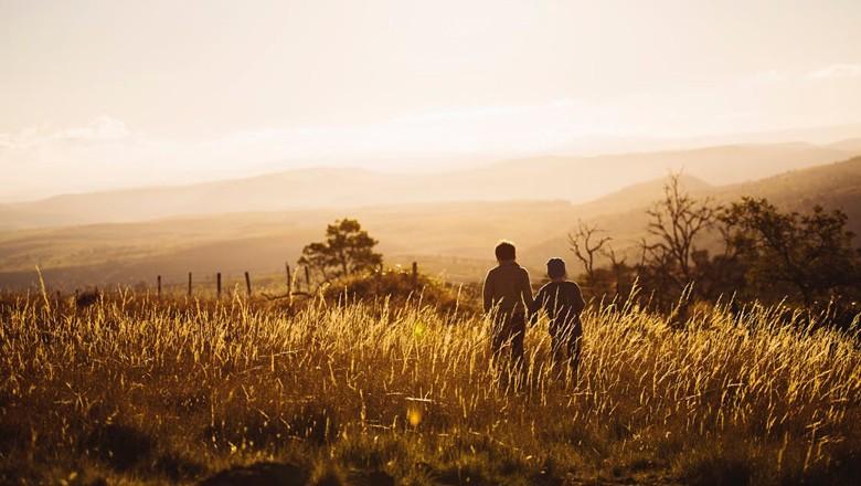 meninos-rural-campo (Foto: Pexels)
