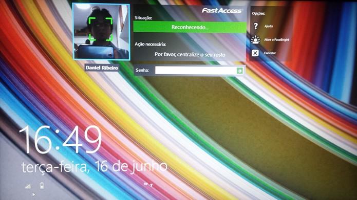 Durante o reconhecimento biométrico o aplicativo exibe uma janela com imagens da webcam (Foto: Daniel Ribeiro / TechTudo)
