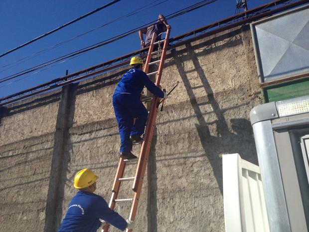 Megaoperação fiscaliza depósitos clandestinos após incêndio no RJ. (Foto: Renata Soares / G1)