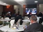 Deputados assistem ao interrogatório de Dilma no cafezinho da Câmara