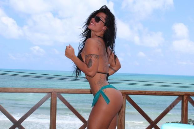 Sue Lasmar posa de biquíni (Foto: Sue Lasmar/Arquivo pessoal/Divulgação)