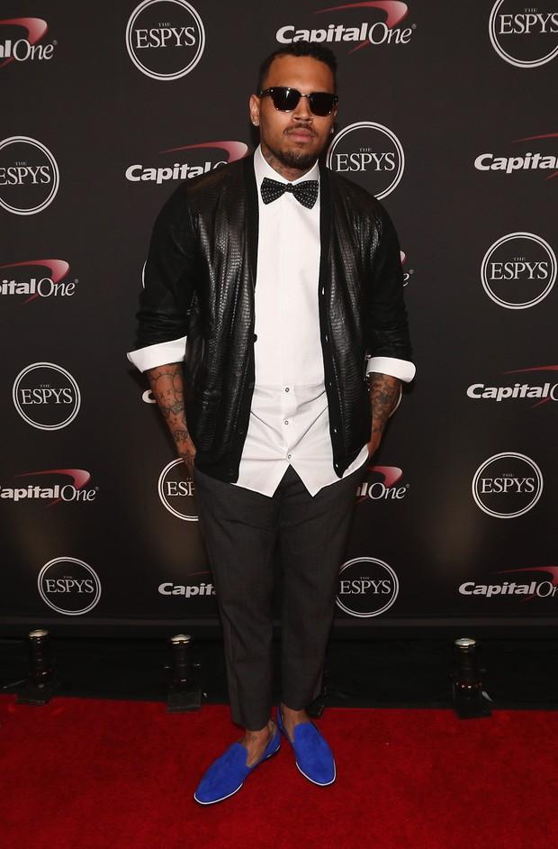 Chris Brown em premiação em Los Angeles, nos Estados Unidos (Foto: Christopher Polk/ Getty Images/ AFP)