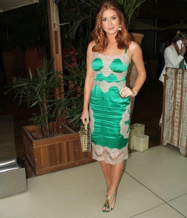 Só a bolsa que compõe o look da atriz custa cerca de R$ 34 mil (Foto: Ag News)