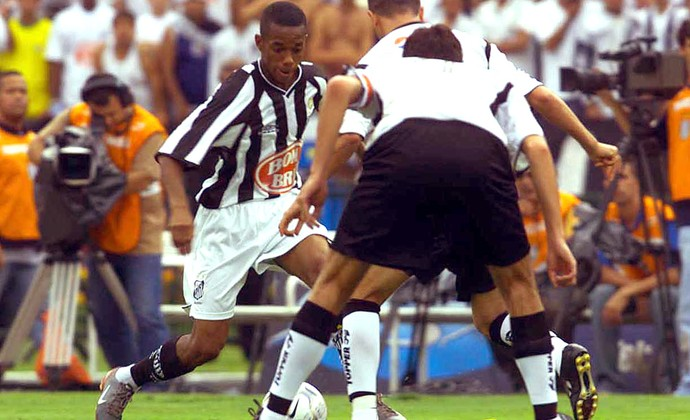 Robinho pedalada Santos campeão 2002 especial (Foto: Arquivo / Ag. Estado)