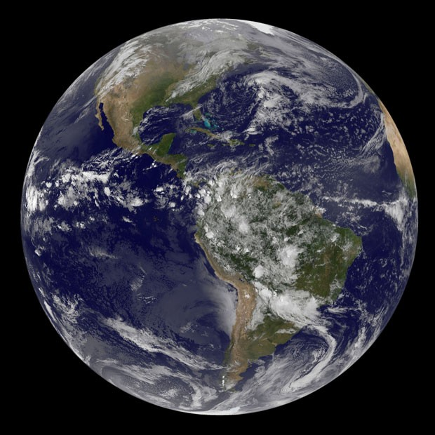 Imagem mostra as Américas e foi tirada às 8h45 (horário de Brasília) desta terça-feira (Foto: NASA/Divulgação)