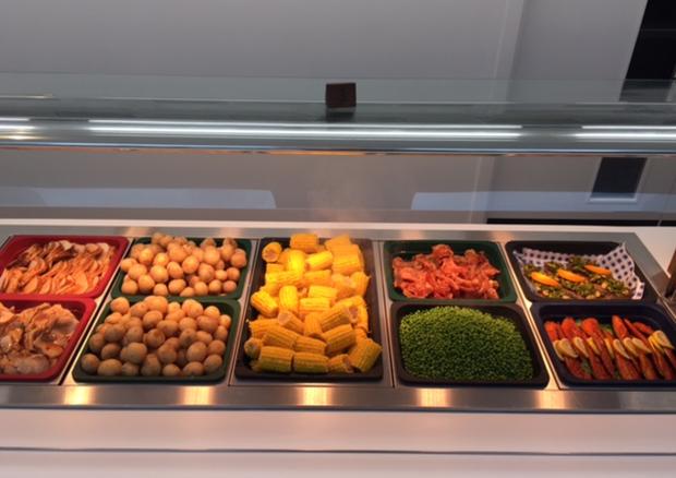 O buffet da Thomas's Battersea (Foto: reprodução)
