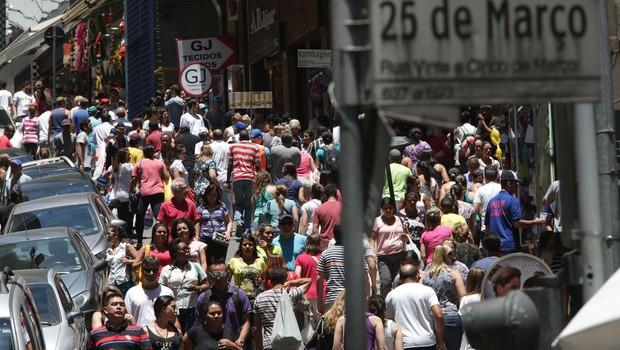 Movimento na Ladeira Porto Geral na região da 25 de Março ; consumo ; compras ; comércio ; lojas ; varejo ; consumidor ;  (Foto: Marcelo Camargo/Agência Brasil)