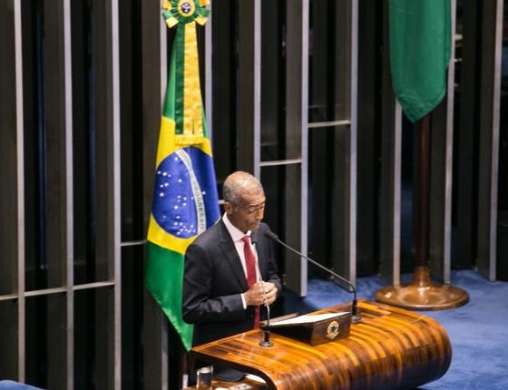 Senador Romário fala no plenário do Senado (Foto: Reprodução )
