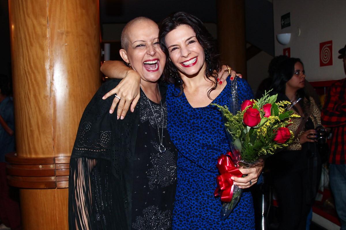 Betty Lago prestigia Helena Ranaldi em estreia de peça em São Paulo