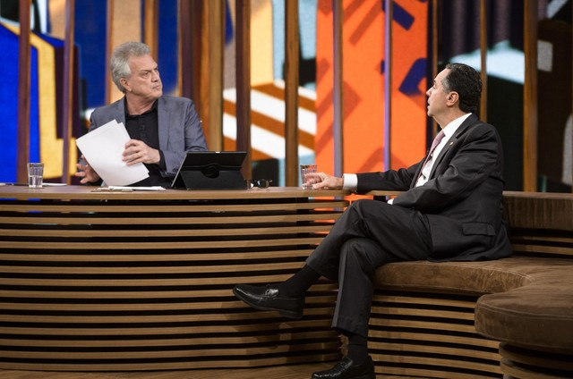 Pedro Bial entrevista Luís Roberto Barroso (Foto: Ramón Vasconcelos/ TV Globo)