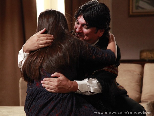 Bolívar abraça a filha (Foto: Ellen Soares / TV Globo)