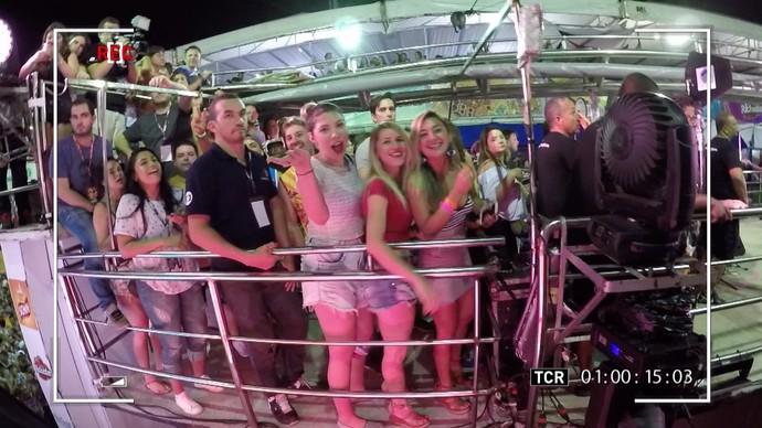 A lente da câmera de Guilherme Leicam flagra a alegria dos foliões. (Foto: Produção / TV Verdes Mares)