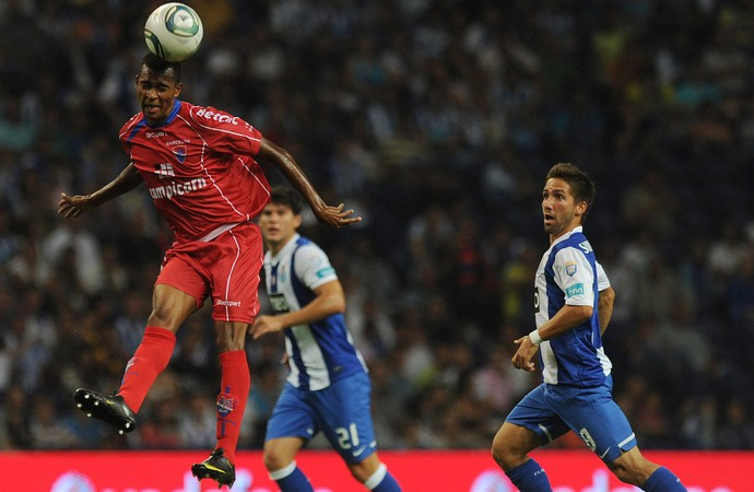 Laionel e Joao Moutinho, Porto x Gil Vicente (2011) (Foto: Getty Images)