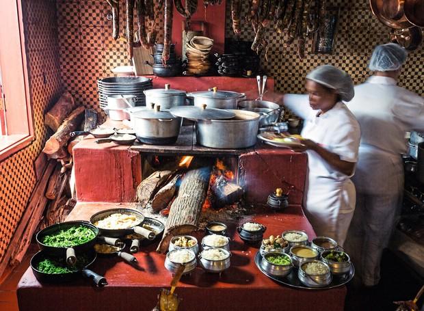 Um dos fogões a lenha do Xapuri, restaurante de comida mineira (Foto: Barbara Kaucher / Divulgação)