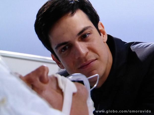 Maquiavélico, Félix está doido para acabar com a vida de Atílio (Foto: Amor à Vida / TV Globo)