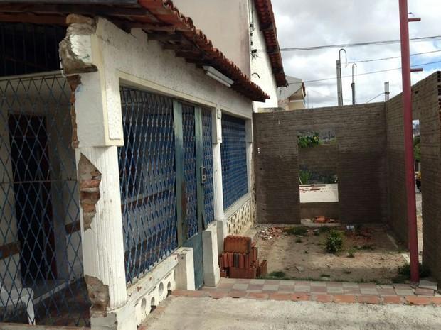 Sede da unidade apresenta rachaduras e equipamentos sucateados (Foto: Paulo Maciel/ Arquivo Pessoal)