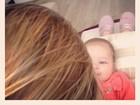 Sheila Mello com a filha: 'Meu mundo para quando ela olha para mim'