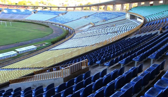 Estádio Albertão, em Teresina (PI) (Foto: Emanuele Madeira/GloboEsporte.com)