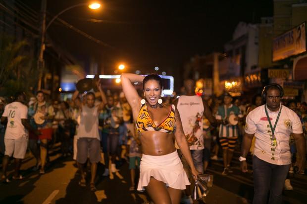 Milena Nogueira, mulher do cantor Diogo Nogueira e rainha de bateria do Império Serrano, (Foto: Alex Nune/Divulgação)