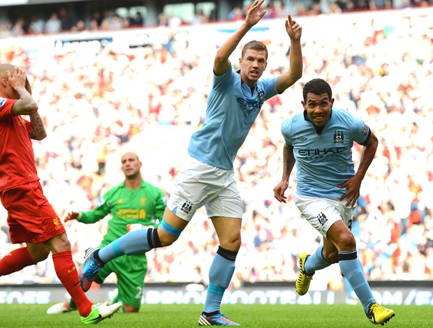 Tevez, Liverpoll e Manchester City (Foto: Getty Images)