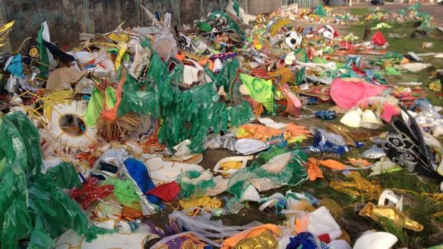 No Amapá, 10 toneladas de fantasias foram retiradas do Sambódromo (John Pacheco/G1)