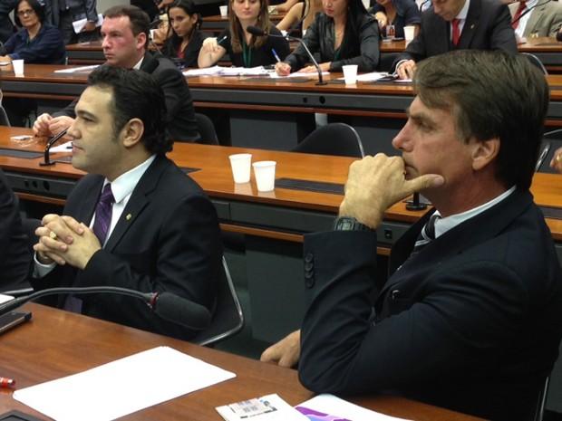Os deputados Marcos Feliciano e Jair Bolsonaro em reunião da Comissão de Direitos Humos da Câmara (Foto: Nathalia Passarinho / G1)
