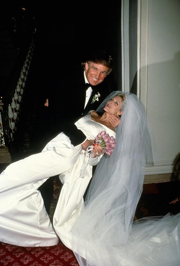 Donald Trump com Marla Maples no casamento deles em Nova York, em 1993 (Foto: Getty Images)