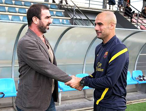 Cantona e Guardiola durante visita ao Barcelona (Foto: Miguel Ruiz / Site Oficial do Barcelona)