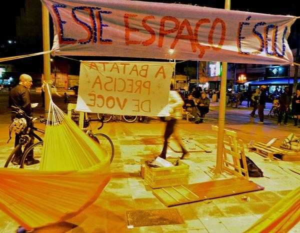 Toda sexta, grupo faz eventos no Largo da Batata. (Foto: Rachel Schein)